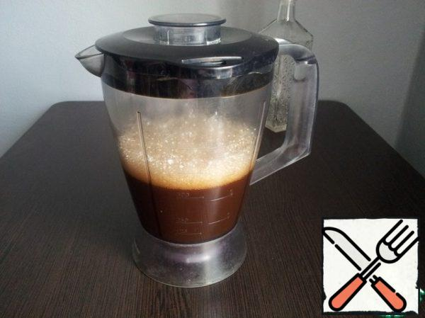 The mixture cooled to room temperature is combined with alcohol. I used a blender for that. If necessary, the drink can be filtered. Our liquor is ready to drink.