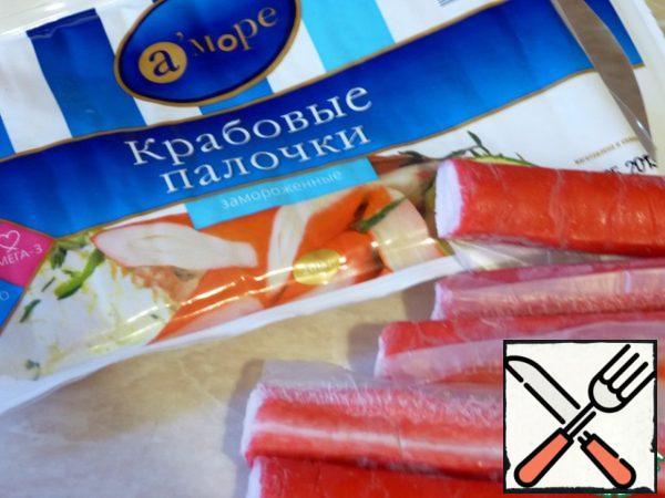 The first thing you need to defrost crab sticks.