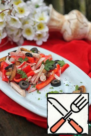 On top of the salad can be sprinkled a little more with a mixture of ground peppers and serve.