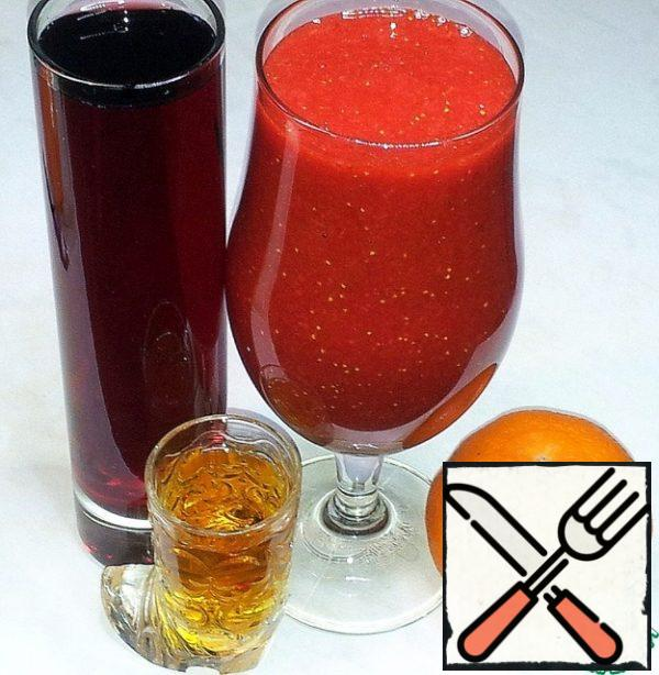 From grapes squeezed juice. Strawberry juice left with pulp.