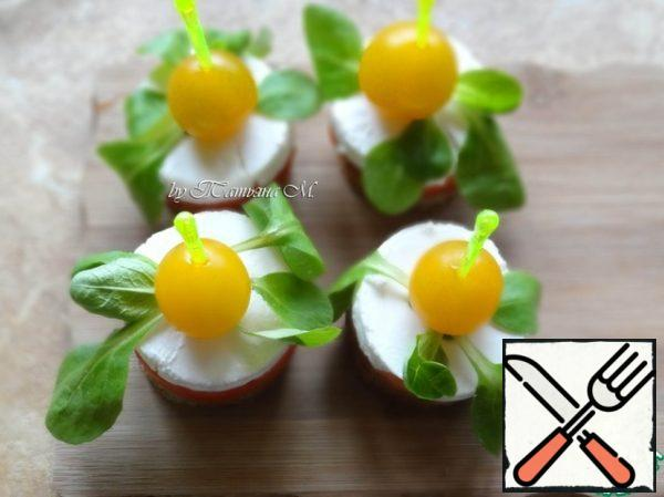 Put a rosette of corn leaves on the cheese, then pierce cherry with a skewer and set the skewer in the middle of the canape, piercing it to the end; Place the canapes on a plate, sprinkle with sea salt and thyme!