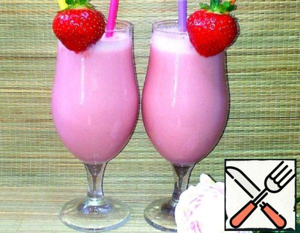 """Cocktail """"Strawberry Aroma of Summer"""" Recipe"""