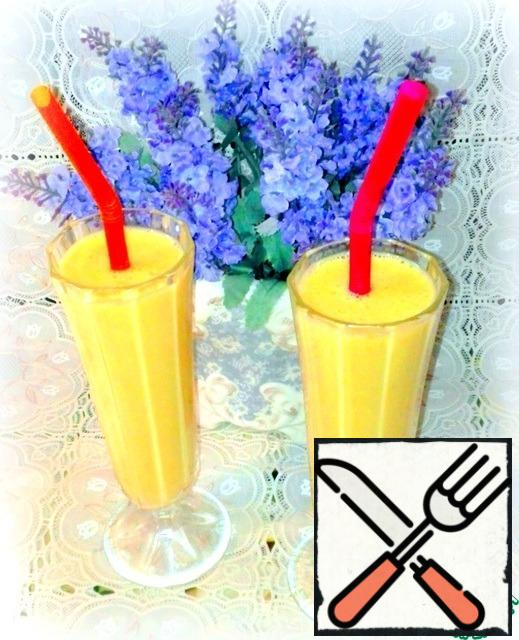 Very fragrant and delicious smoothie. Such a drink cook often, but not always add puree exotic fruits. Son makes two cakes to colleagues at work, and he still has mashed potatoes. Usually I add banana and strawberry.