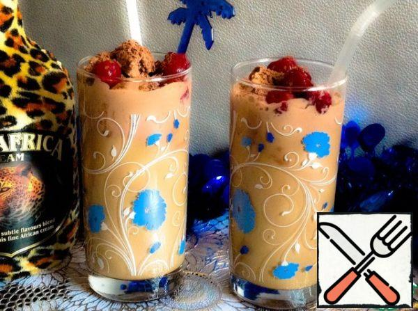 Fill the chilled high glasses with half of the cooled coffee, pour the liquor equally, put in each glass on a ball of ice cream. Serve with straws. Ice cream top sprinkle with grated chocolate, decorate with canned cherries or fresh berries.