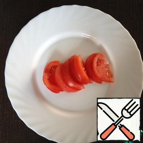 Tomatoes cut into slices.