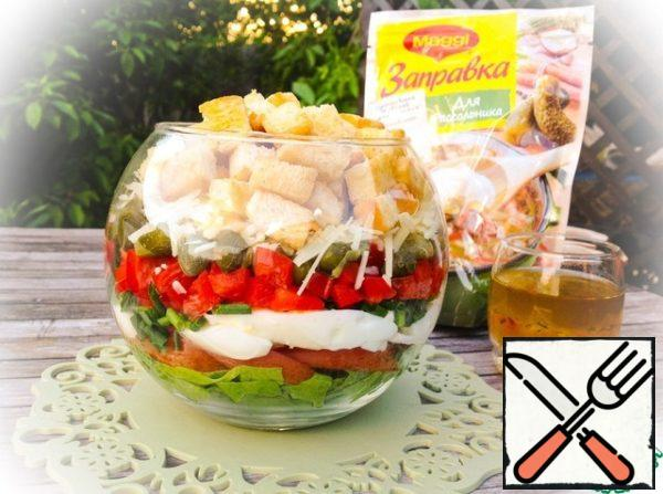 In salad bowl lay out layer by layer vegetables, eggs, capers and cheese. Salad pour over cooked dressing. Stir. Put the croutons on top.