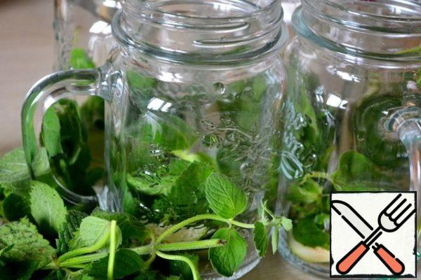 In glasses or (that perfectly!) in bottles for drinks put bundles of mint and slices of lime, RUB all a small mortar.