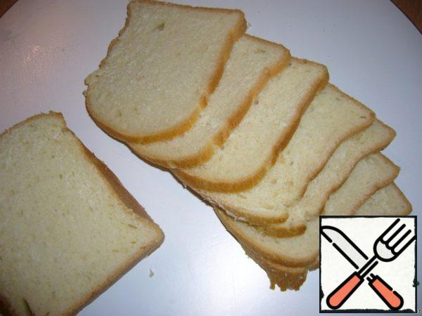 Cut the bread into thin slices, the thinner, the better.