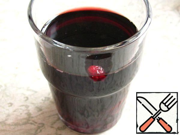 Pour 1/2 stack of cranberries (125 ml) red wine and set aside to infuse.