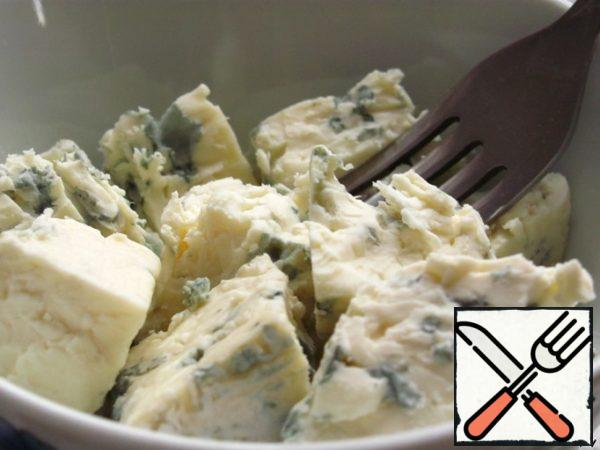 Blue cheese is well mash with a fork.