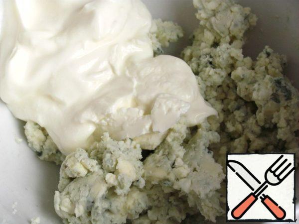 Add sour cream, stir.