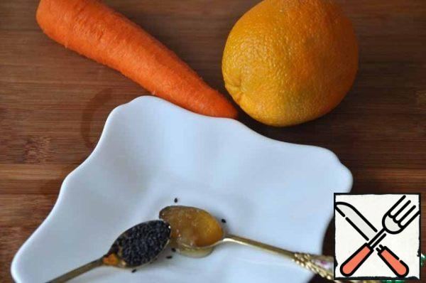 To prepare this healthful juice will need 1 piece of carrot, an orange, a teaspoon of black sesame seeds and honey.