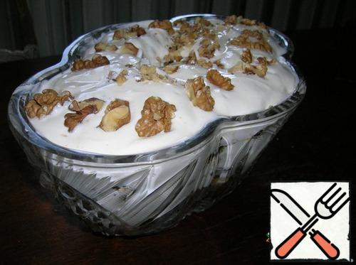 Prunes, dried apricots, raisins steamed with boiling water. All fruits, including figs and cherries, finely cut and put in layers, sprinkling with crushed walnuts. Beat the sour cream with sugar and generously pour the fruit mixture, sprinkle with nuts.