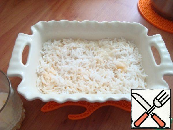 Put the rice in the bottom layer and soaked it with egg and cream around the perimeter.