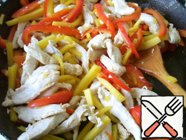 """In a frying pan with non-stick coating fry, stirring, chicken, when it """"grabs"""", add the pepper and zucchini, fry together for another minute or two, then add the broccoli and fry all together for 2-3 minutes, a little prisoliv. Lay out the finished chicken with vegetables (cover to keep warm), and in the same pan pour the chicken broth, add honey and soy sauce, bring to a boil and boil a little, you can add chili pepper to taste. At first I was afraid that the sauce is sweet, but with vegetables and rice having a neutral taste, everything goes quite well."""