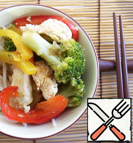 Chicken with vegetables served with rice or rice noodles, watering sauce.
