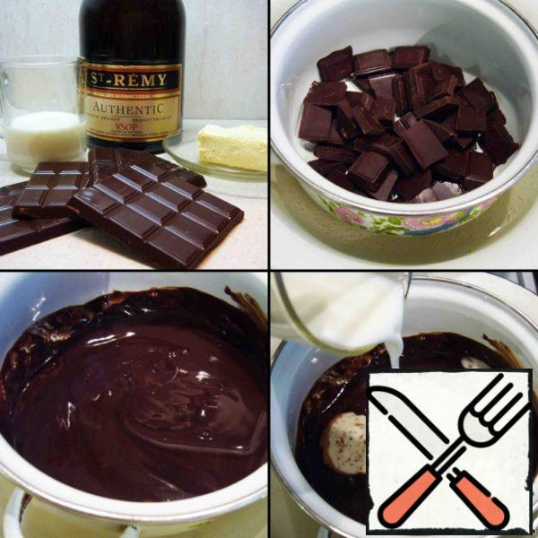 In a water bath, I melted the chocolate with butter. Added brandy and cream. And poured the chocolate into the fondue.