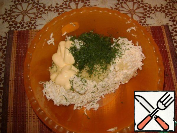 Combine grated cheese, garlic, dill, mayonnaise. All mix well.