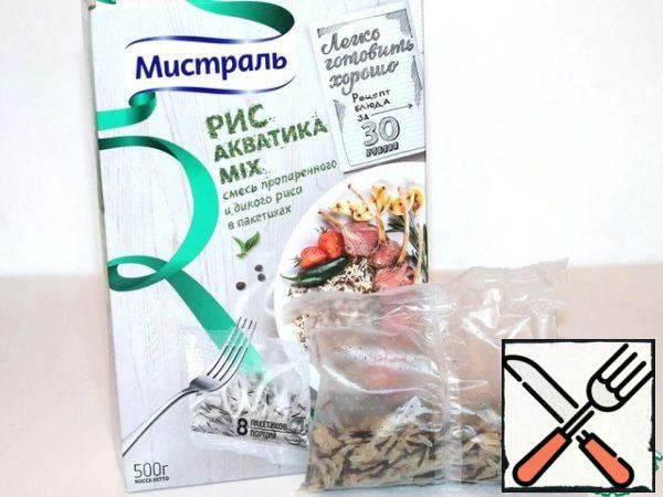 """Take 4 bags of rice """"Aquatica"""" and cook according to the instructions for 30 minutes. Meanwhile, we'll cook the meat."""