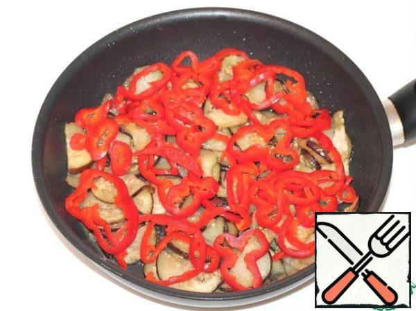 Then add pepper and fry for 3-5 minutes. Spread the finished vegetables in a bowl.