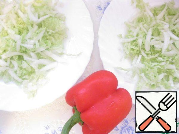 Slice the cabbage thin, put in dish, sprinkle with lemon juice.