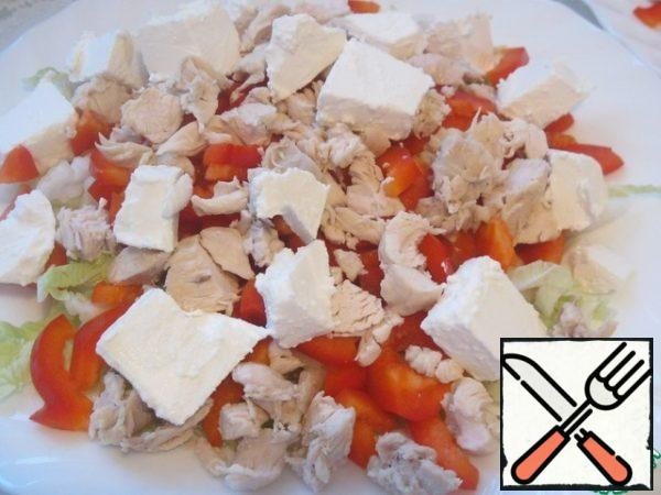 Boiled chicken cut into small pieces, cheese cubes. Spread the chicken and cheese on vegetables.