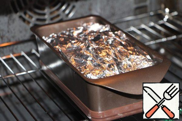 The ends of the foil or parchment bend to completely cover the filling. Form put in the oven, preheated to 180 degrees, and bake for 40-50 minutes. After the expiration of the terrine can be eaten hot, for example, with vegetables or mashed potatoes. If to use as slicing bread, put on top of hot terrine small load and leave to cool down. Mouth-watering treat!