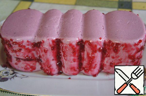 When the mass hardens well, remove the terrine from the mold, decorate the raspberry jam.