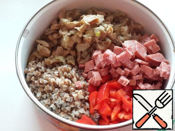 Mix buckwheat with sausage, bell pepper and fried onion with mushrooms.