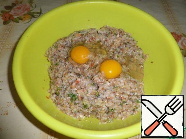 Add breadcrumbs and 2 fresh chicken eggs.