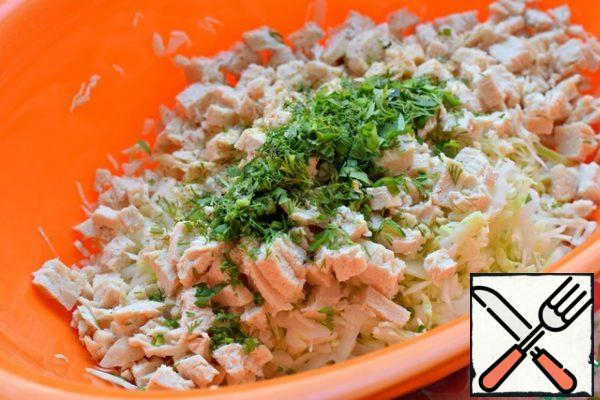 Boiled chicken fillet (given the weight of the finished chicken) cut into small cubes. Mix cabbage, chicken, some greens (parsley, dill). Salt.