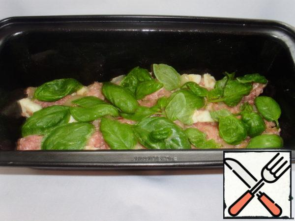 The form for cupcakes spread butter. Spread with layers of stuffing and the Basil leaves.