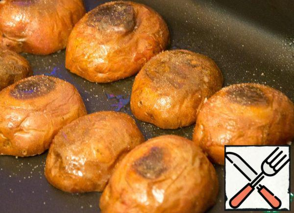 Boats again lightly cover with oil (inside and out). Turn upside down, salt and dry in the oven for another 5-8 minutes.