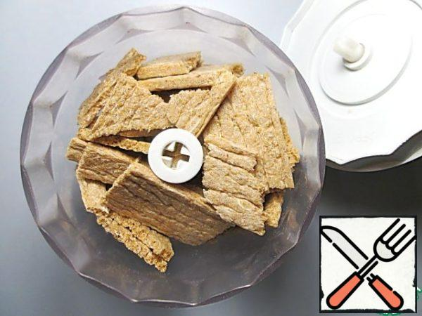 Grind the bread to a state of crumbs. Instead of loaves you can use salted crackers.