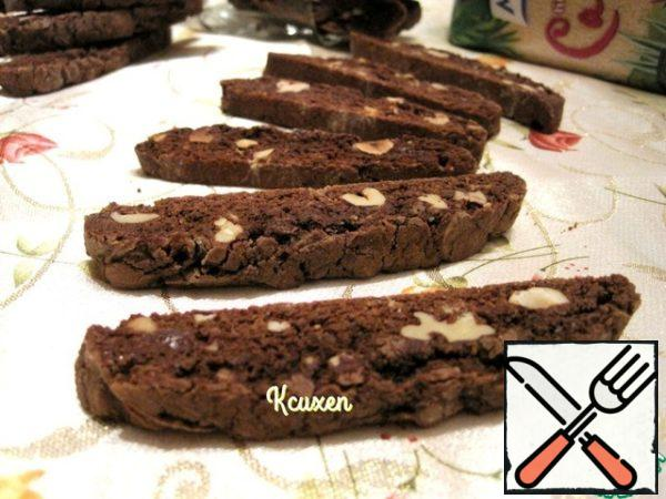 Let the biscotti cool and serve! During baking, the aroma was fantastic!!! Just look at these pieces of chocolate-they are wet and glossy after drying...