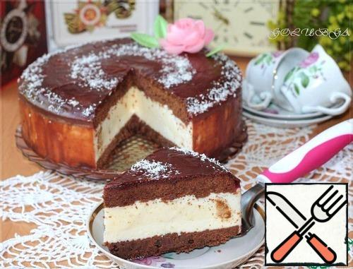 The cake can be decorated with fruit jelly made from gelatin and fruit juice. Or pour chocolate glaze. In chocolate glaze can be added crushed almonds. And when the icing hardens, you can decorate the cake with coconut.