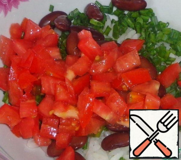 Wash tomato and cut into cubes.