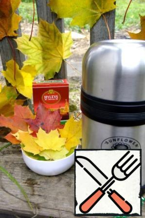 Then in a thermos through a strainer to pour tea, add to taste sugar or honey, mix and close.