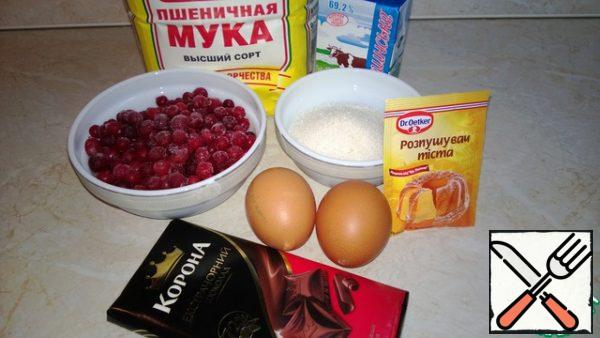 Composition: flour, eggs, sugar, butter, dark chocolate, baking powder, cranberries.