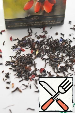 First you need to make tea. I chose black tea with cornflower petals and barberry berries. Pour boiling water over tea and infuse until cool.