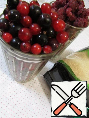 Two glasses of berries washed under cold boiled water. Berries can be any to your taste-strawberries, apricots, currants, raspberries, cherries, cranberries, dogwood. I have a berry platter of raspberries, red and black currants.