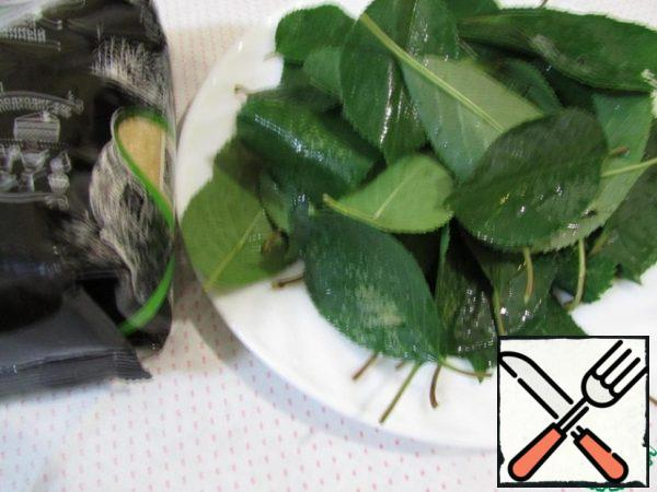 Rinse the cherry leaves in boiled cold water.