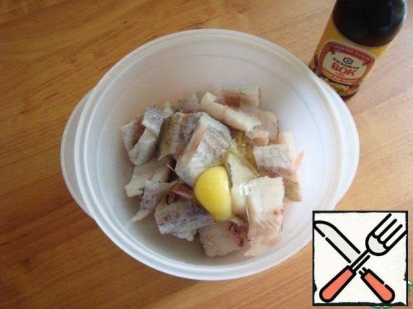 Break the egg in a bowl with pieces of fish and spoon envelop all the pieces in the egg.