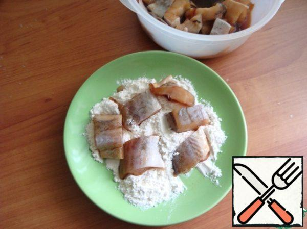 Marinated pieces of fish rolled in flour.