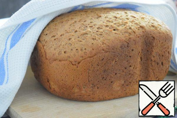 At the end of the program, pull out the bread, wrap it in a towel and allow to cool completely.