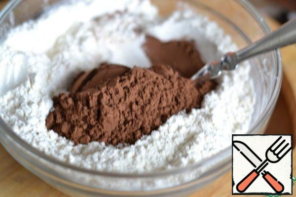 Mix flour with baking powder, salt and cocoa.