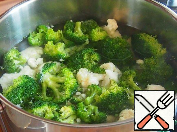 Small size cauliflower and broccoli parse into inflorescences and boil in salted water until soft.