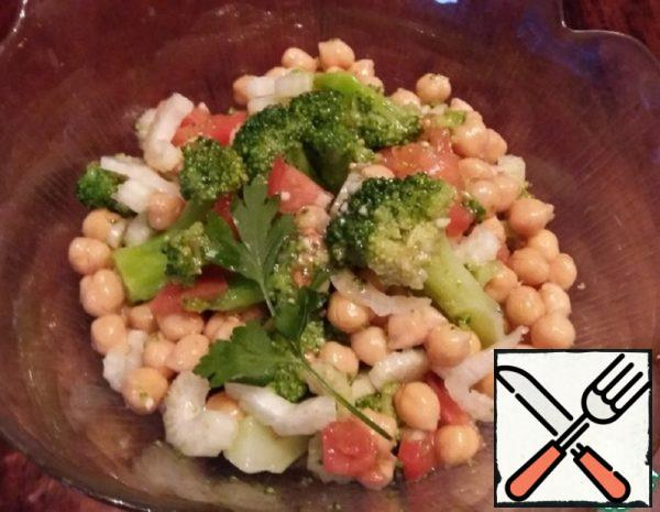 Salad-Garnish with Chickpeas and Broccoli Recipe