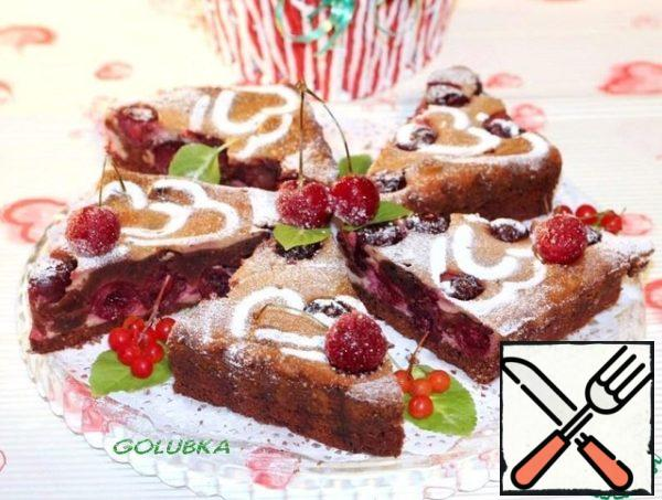 If you want to beautifully serve the cake to the holiday table, it is recommended to sprinkle with snow-white powdered sugar. To the table, such a delicacy should be presented together with a glass of hot tea or cocoa.