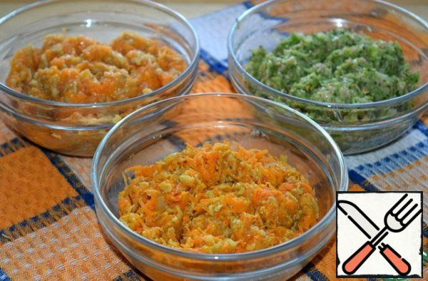 Divide the mass into three equal parts. In one add carrot, in another-pumpkin, in a third-broccoli. Stir.